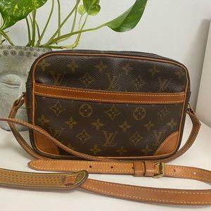 LOUIS VUITTON Trocadero Messenger Bag